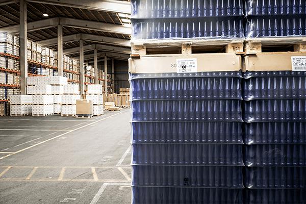 Blocklager oder Hochregal? Lagerungstechniken im Vergleich